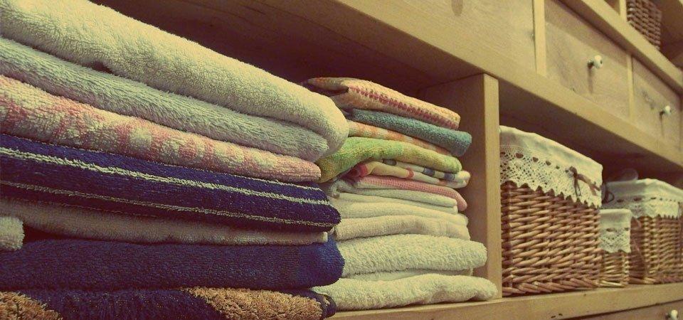 Cambio de armario: consejos para guardar tu ropa